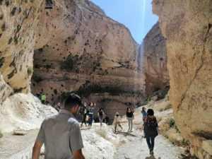 """السورية 1 السياحة المحلية تنفض غبار الحرب عن """"معلولاً"""" • أخبار السياحة"""