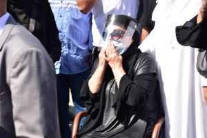 1 انهيار الفنانة شهيرة فى البكاء خلال تشييع جنازة الراحل محمود ياسين • أخبار السياحة