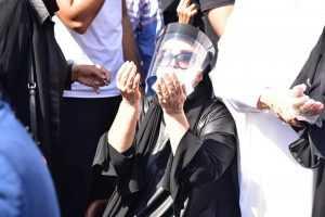 2 انهيار الفنانة شهيرة فى البكاء خلال تشييع جنازة الراحل محمود ياسين • أخبار السياحة