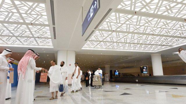 """عبد العزيز السعودية تطلق ختم """"عام الخط العربي"""" للقادمين إلى مطاراتها • أخبار السياحة"""